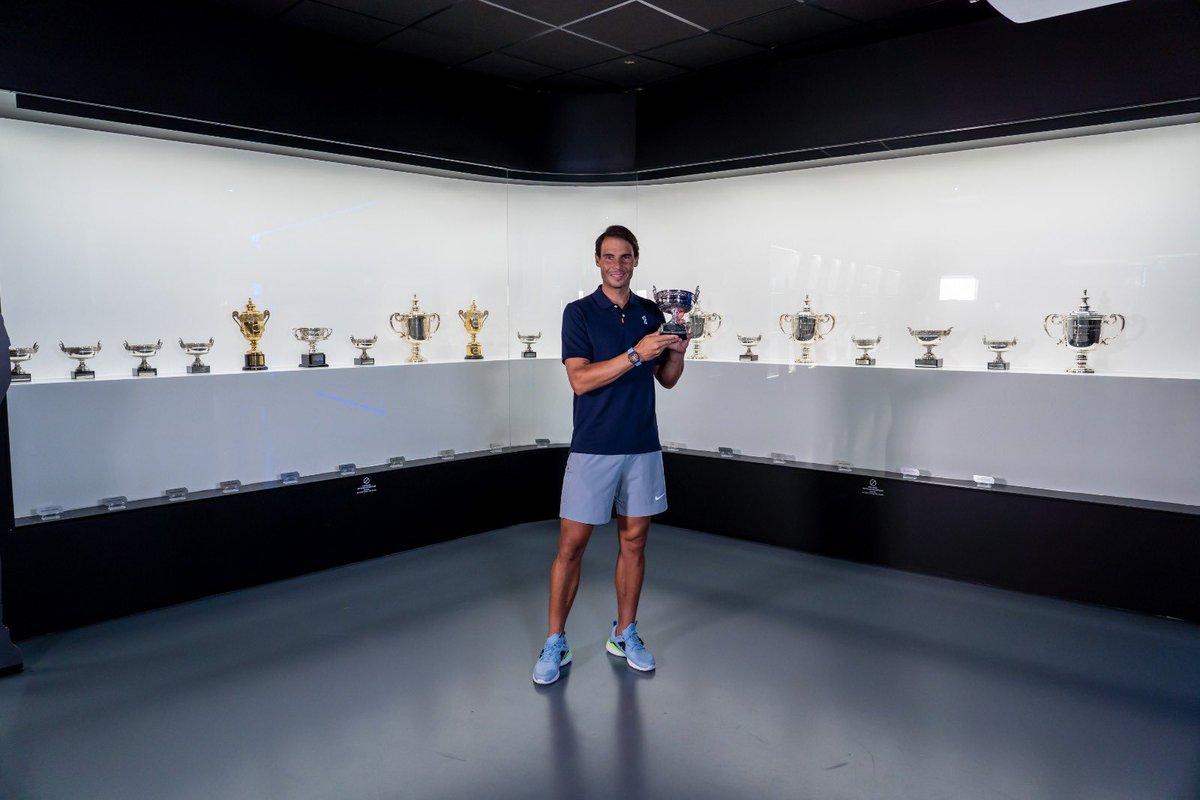 Welcome 🏆 Home!  ¡El decimotercer título de #RolandGarros ya está en el Rafa Nadal Museum! 😍  👉🏻 https://t.co/CxwfK9w9bH https://t.co/gDdlwQt6Il