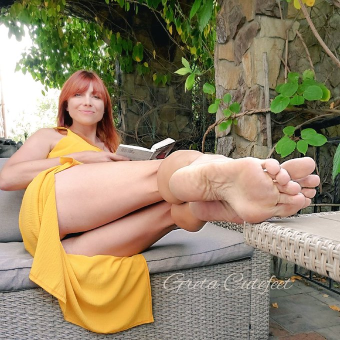 do you want me to read you aloud? #perfectfeetmodel #footfwtishnation #foot #barefoot https://t.co/G