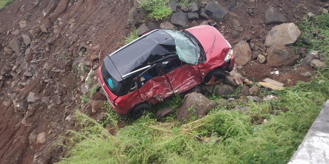 Live Updates   मुंबई-पुणे एक्सप्रेस मार्गावर अपघात, तीन प्रवासी कारमध्ये अडकले. खोपोली एक्झिटजवळ टँकरची कारला धडक. कारमधील तिघांना सुखरूप बाहेर काढण्यात यश. #ACCIDENT #khopoli  https://t.co/UCuGnGzt1f https://t.co/LBQHysHGoV