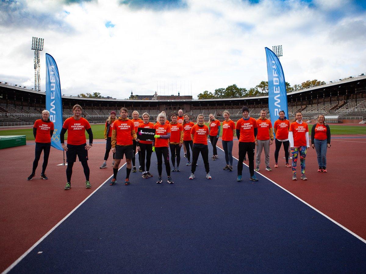 SOK manifesterade tillsammans med UN Women Sverige mot våld mot kvinnor. SOK med partners klädde sig i orange och deltog i HeForShe-Run på Olympiastadion. Läs mer här: https://t.co/SgVWRwINw0 #HeForSheRun #OrangeDay #sweolympic #UNWOMENSweden #Womeninsport #stoppavåldmotkvinnor https://t.co/xZUendyxdT