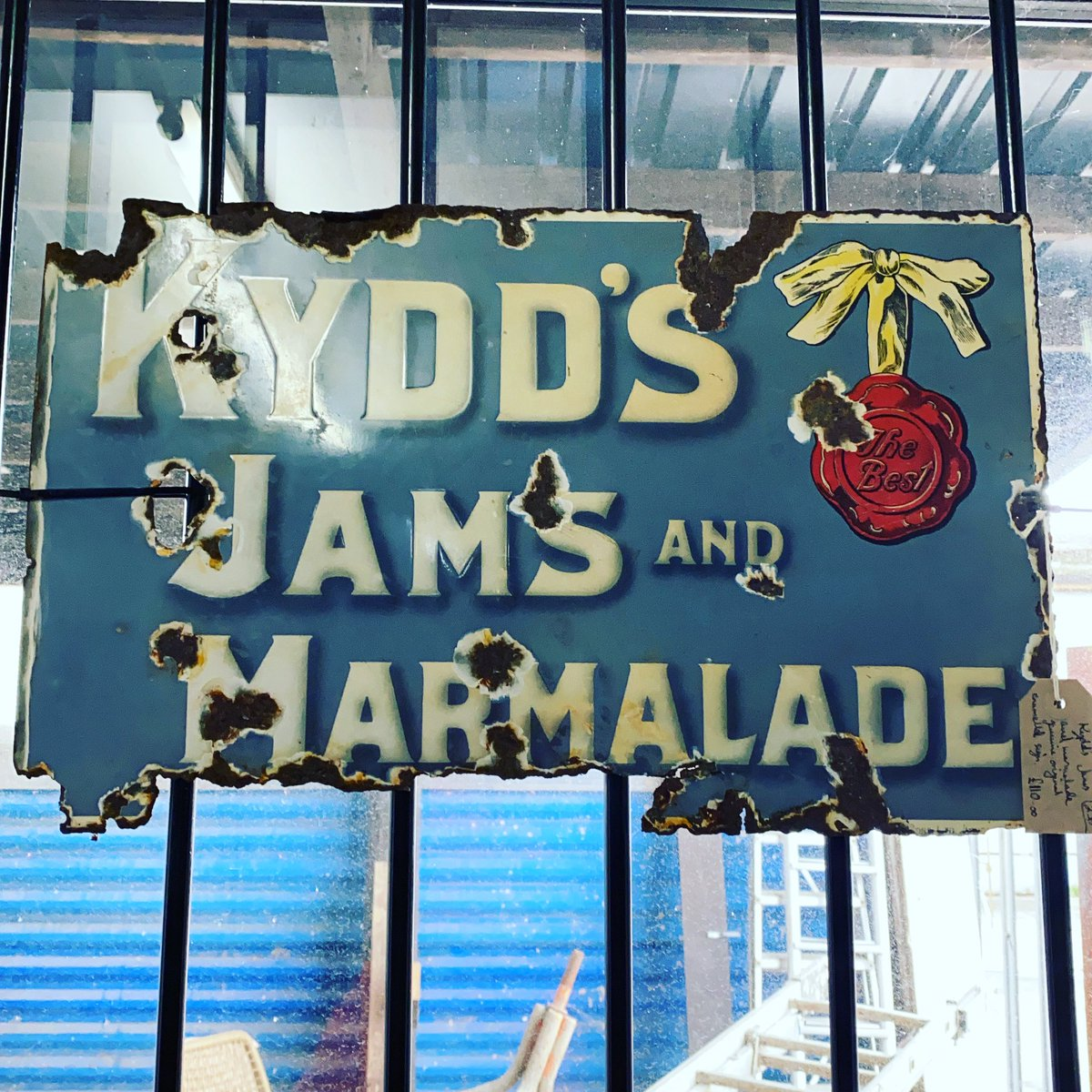 Kydds jams and marmalade's enamel sign. #enamelsign #jamsign #jamandmarmalade #enameladvertisingsign #kyddsjam #astraantiquescentre #hemswell #lincolnshire https://t.co/eHQmuF8BEZ