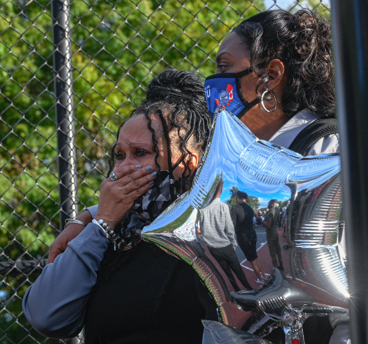 The Baltimore Sun On Twitter Dozens Of Balloons Drifted Through The Air In Southwest Baltimore S Carroll Park On Tuesday Evening As People Chanted Not One More They Gathered To Remember Marcus Parks In 2019, parks got married. twitter