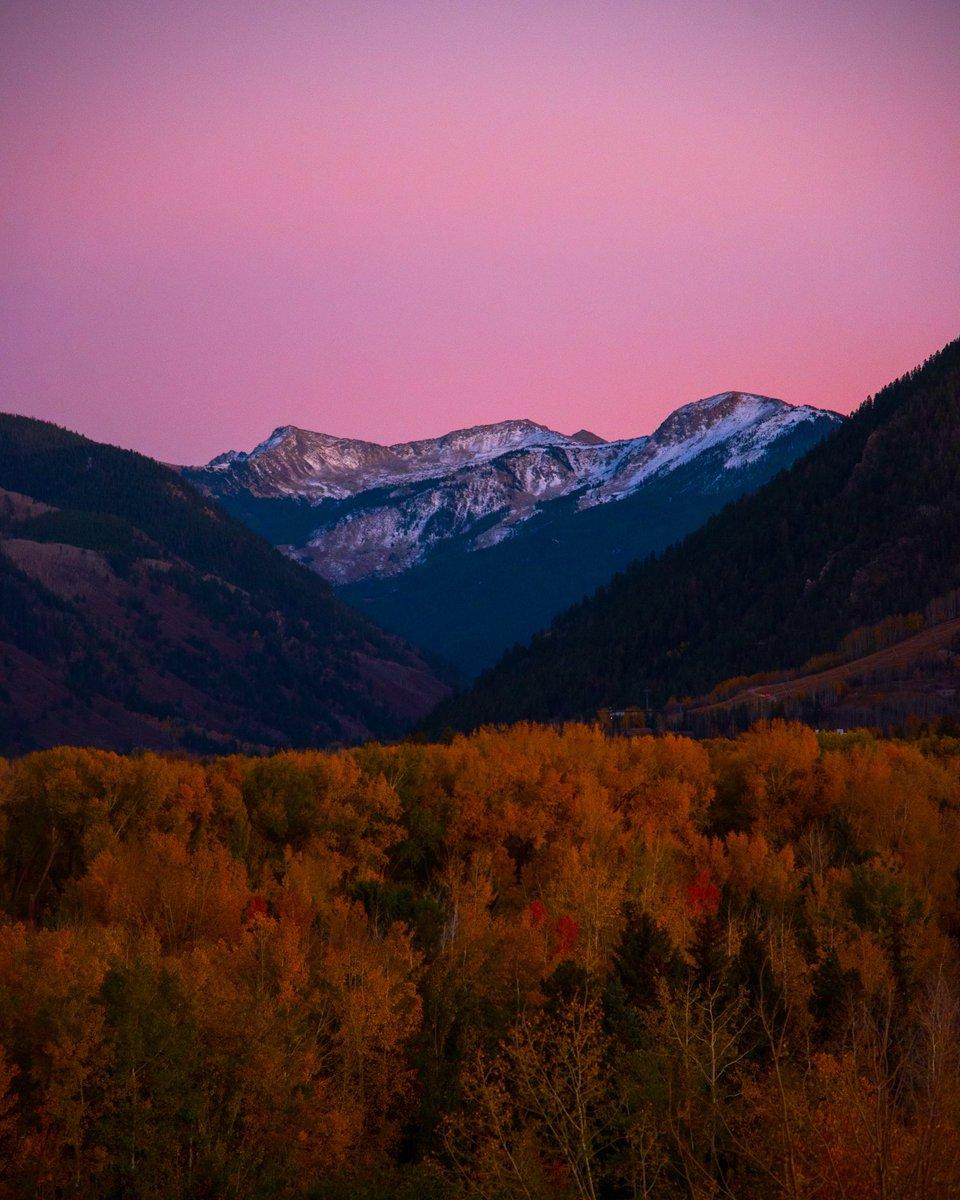 Last night's sunset painted the valley. ( 📷 : Jake Wheeler ) https://t.co/aSvfXude1F