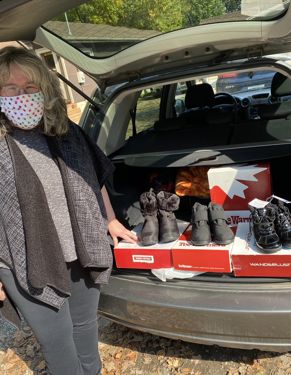 Many thx to Katharine who recently did some outlet shopping @tendertootsies for winter boots for us. Katharine has organized a # of donation drives with colleagues at @FanshaweCollege in non-Covid-19 times. We appreciate your ongoing friendship & support! #ldnont @CMHAMiddlesex