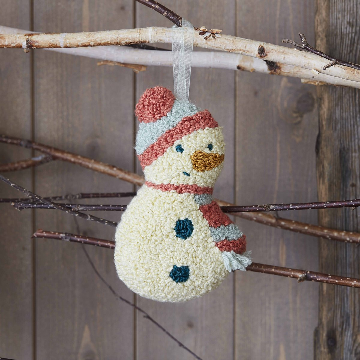 This super cute punch needle snowman is sure to add a touch of charm to your Christmas.  Check out the free templates and a step-by-step tutorial: https://t.co/uTiAZSXlNY   #CraftTogether #PunchNeedle #Hobbycraft https://t.co/mAkBoziSaR