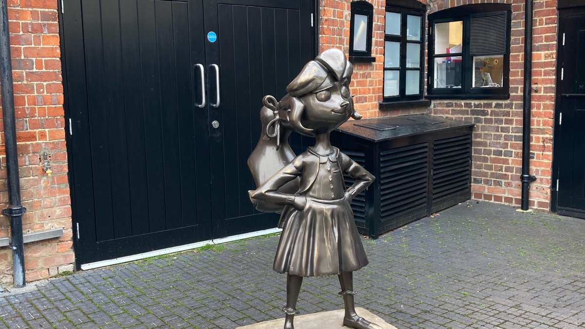 Thank you @roalddahlmuseum for a splendiferous day - with Matilda willing us along. Thanks too for the scrumptious lunch @RDMCafe - the scones! Scrumdiddlyumptious!