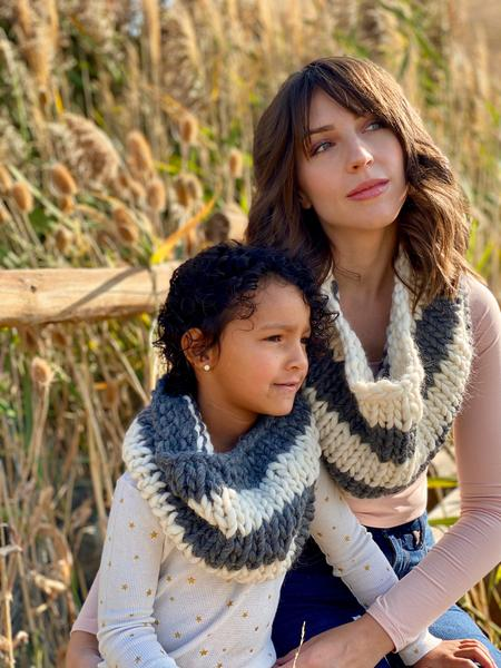 Have you seen the new Mae Flower Cowl (knit) from Evelyn & Peter Crochet? The Mae Flower Cowl is now available as a kit on https://t.co/JT6xiXKmsi!  https://t.co/ZRnvyRkFpV https://t.co/djEdL1kmwx