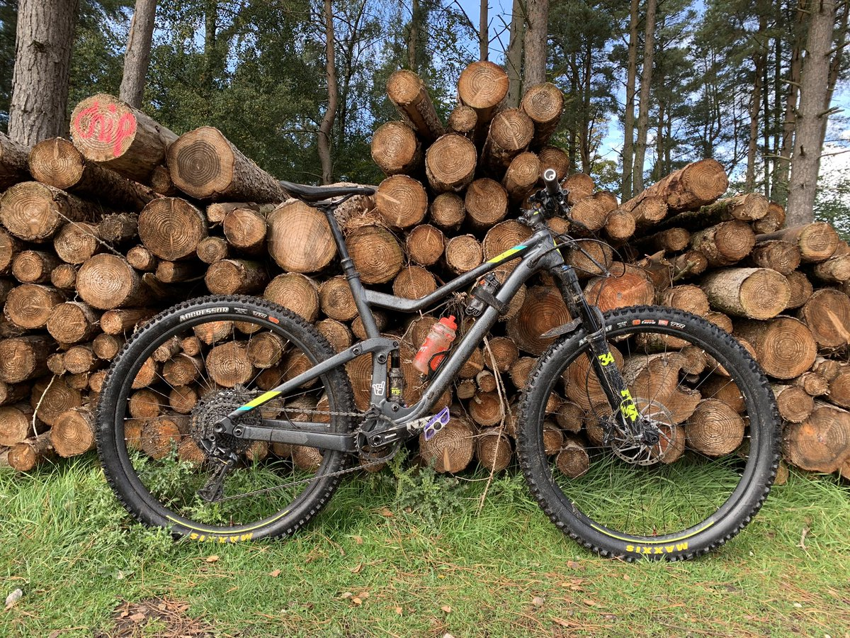 Is there a better #MTB picture than your bike against a pile of logs?  @TotalMTB_ @Total_Rider @MTBTalk @UKMTB_Chat ... discuss or show... https://t.co/z7ZTWRMFKd