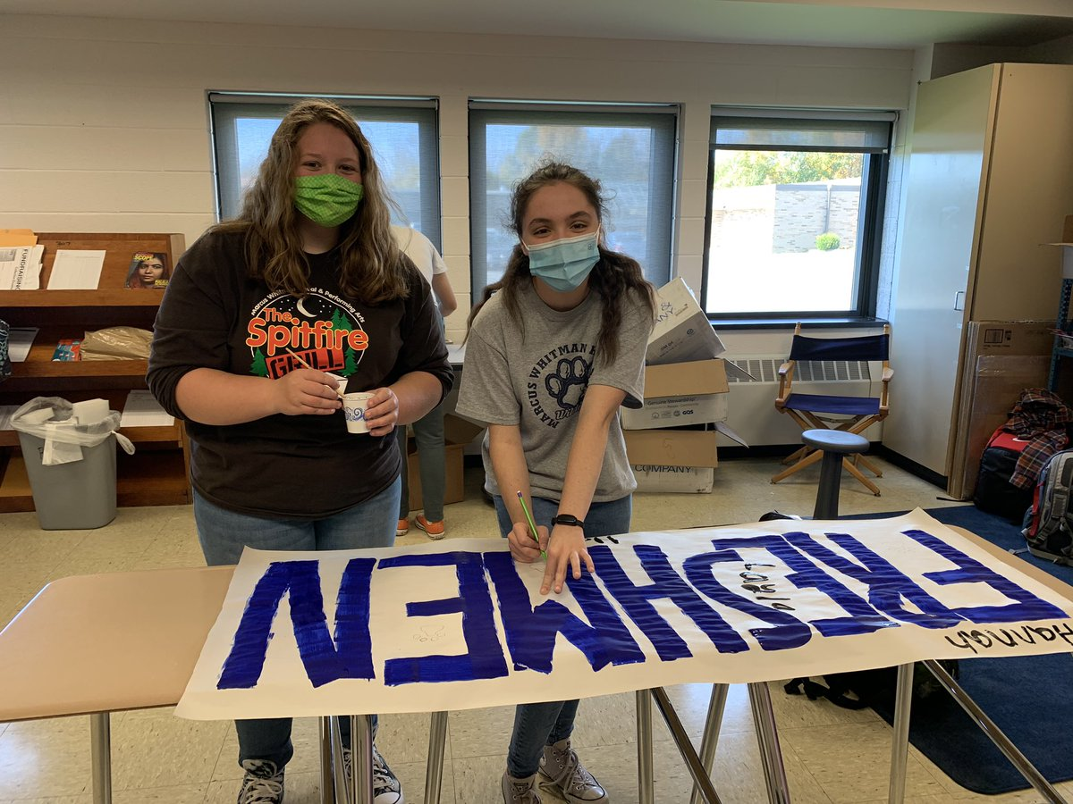 When cheerleaders become swimmers (and the coach becomes a swim-mom), we spread spirit wherever we go! 💙💛 Made banners to decorate the pool for this weekend #spreadspirit #itswhatido #PR1DEinthepaw https://t.co/bW28OAHPWi