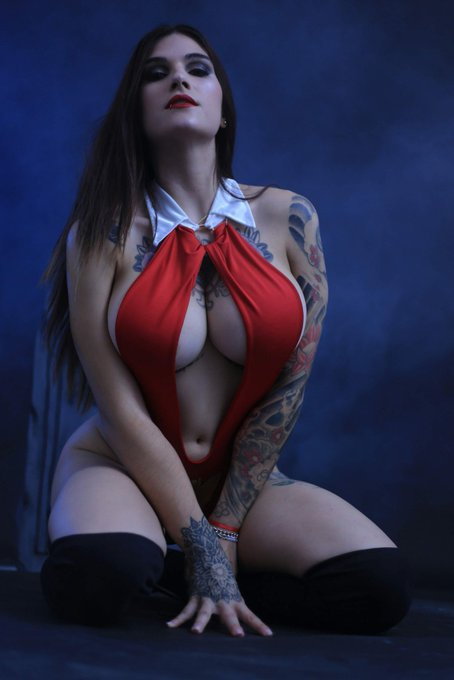 2 pic. Cosplay Vampirella 🦇♥️ #cosplay Si les gusto me ayudan con un RT porfavor 💕👉🏻👈🏻🥺 https://t.co