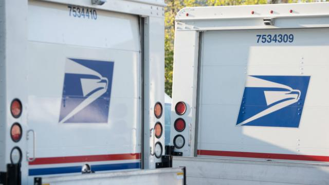 Trash bags of mail found outside Pennsylvania postal worker's home https://t.co/vT88bE1UQF https://t.co/S7kxDGGDXb