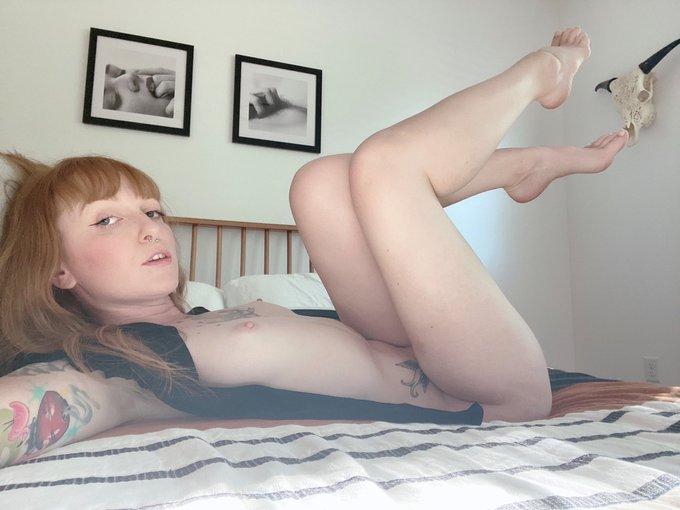 Pale redhead wearing black, right? My legs look amazing here! #legs #tattooedredhead https://t.co/i9