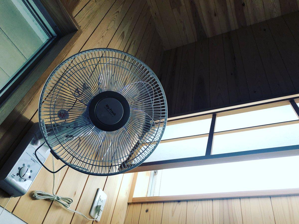 銭湯には扇風機が付き物ですけど、どうしてもすぐ埃が溜まるからまあまあの頻度でカバーや羽を分解して掃除するのでそりゃもう小慣れたもので。扇風機の分解取付に長けた職種ですね風呂屋は♨️(それがどうしたって話です)
