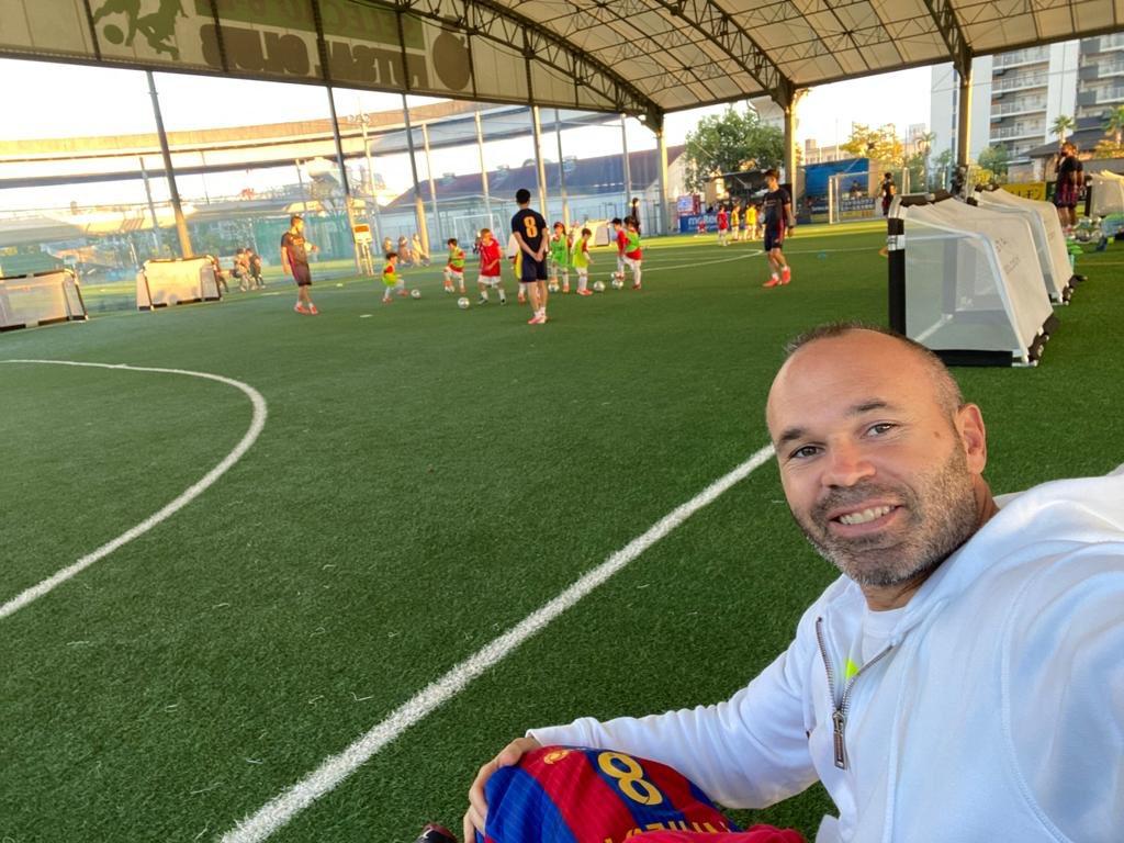 Tarde de fútbol en #IniestaMethodology. Disfrutando de los peques!⚽️😍 PA!  イニエスタ メソドロジーで午後を過ごしました。子供たちと一緒に楽しみました!⚽😍パオロ・アンドレア