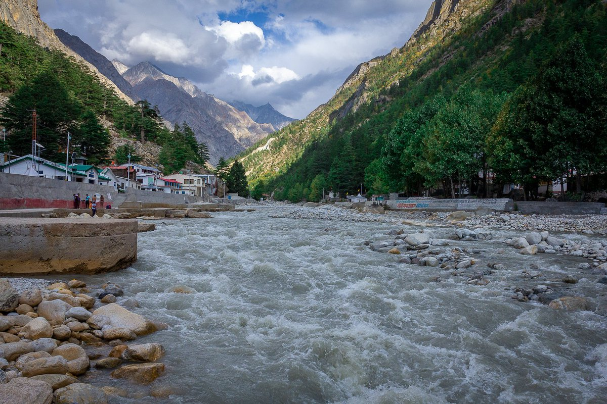 Learned recently that at #Gangotri its #Bhagirathi river, after flowing for more than 250 KM it merges with #Alaknanda in #Devprayag and gets its name #Ganga.   #uttarakhandtourism #simplyheaven #traveldiaries #Uttarakhand #Himalaya #yourshotphotographer #landscapephotography https://t.co/KGdIzcD7Fy