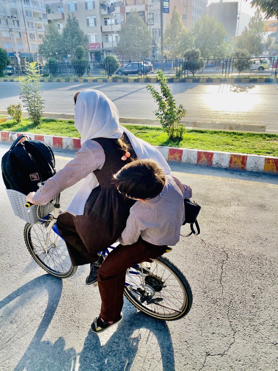 Good Morning 😊 A schoolgirl riding her brother to school in #Kabul. This picture shows the future of #Afghanistan. 🇦🇫  📸 @Javidfaisal https://t.co/xsjAt76kZ0  تل هم منفي مه اوسیږئ .... وطن مو یو ښکلی سهار هم لري💕 https://t.co/BtZCJmhD9t