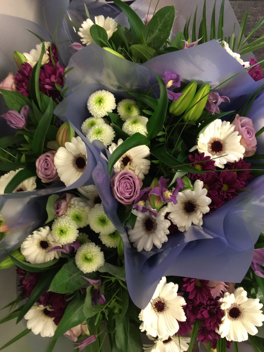 Pretty grab and go's #bunch #bedford #castleroad #florist #lilacs #purple #bedfordflorist https://t.co/ODTEiyZmjf