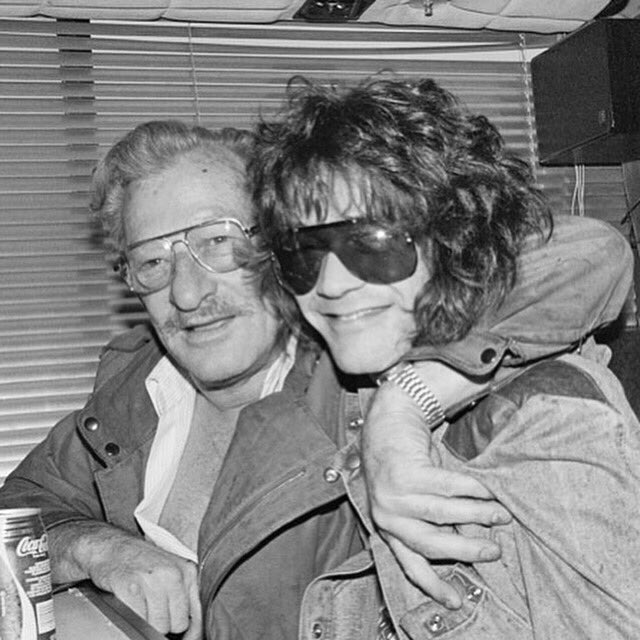 🎼I just know these two have been reunited and putting on a great heavenly show❤️🎸🎷🥁🎺 #REUNITED #janvanhalen #EddieVanHalen #bigbadbill #EdwardVanHalen #VanHalen #RIP #RIPEddieVanHalen #EddieVanHalenRIP #eddie #thursdaymorning #ThursdayThoughts #thursdaymood #vanhalenarmy