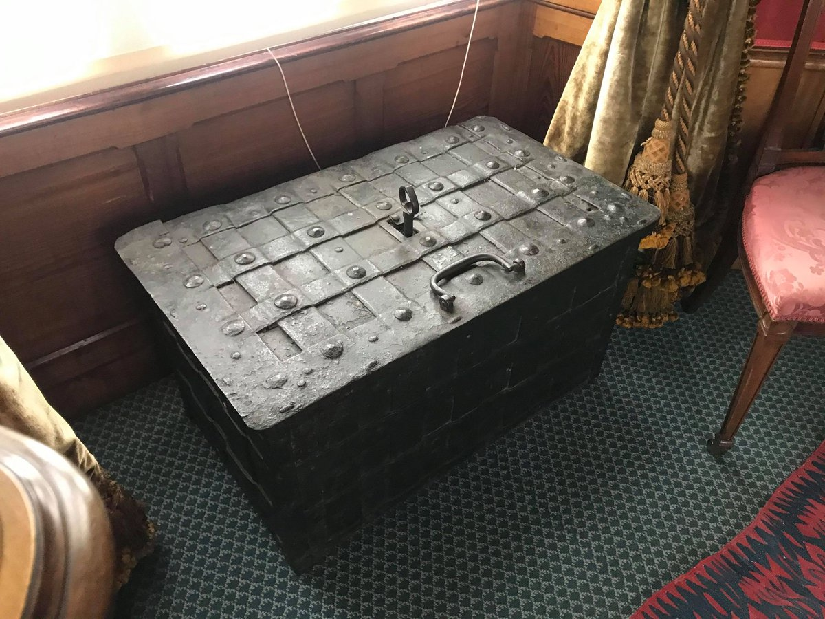 Our #MuseumPassion is sometimes the most unlikely object which often has the best story to tell if you use your imagination. Take the case of a pretty ordinary strong box in a quiet corner at #LauristonCastle. Hilary our volunteer explains.