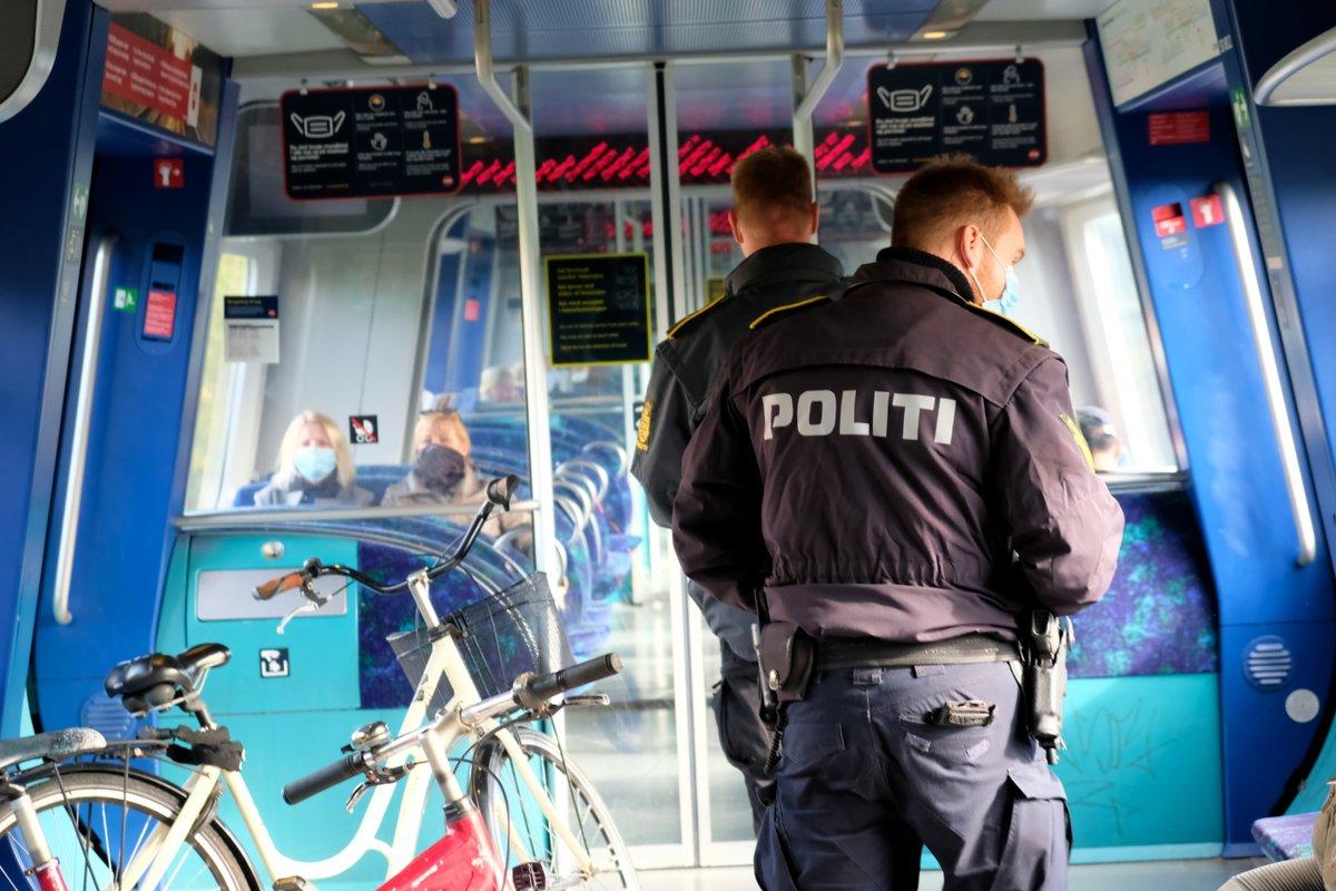 Politikontroller på S-togsnettet på Vestegnen https://t.co/8WbSH9CDCu https://t.co/sgT5xvcPmt