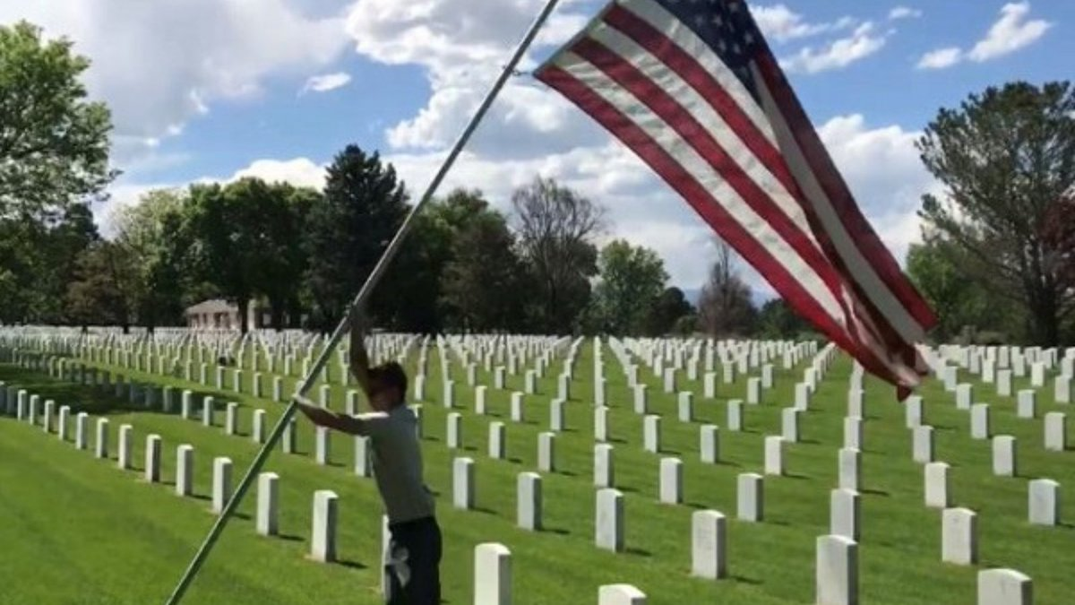 VA burial benefits can help Service members, Veterans, and their families plan and pay for a burial or memorial service in a VA national cemetery. Check out the VA Burial and Memorial Products Quick Start Guide to learn more: https://t.co/yS8mdtC5d2 https://t.co/qAjmvjY6K0