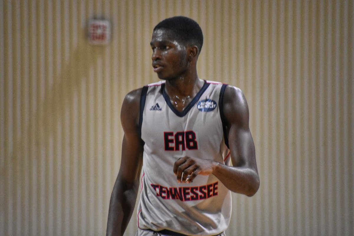 Felix Okpara received an offer from Texas last night. He's one of the best rim protectors I've seen in my 11 years in the recruiting game. No. 39 in 2022 @Rivals 150. https://t.co/oBzrh7ODE9 https://t.co/lvJsWhjQy2
