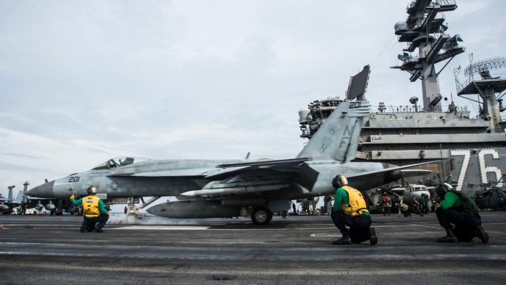 #USNavys Ronald Reagan Carrier Strike Group Returns to #SouthChinaSea for Third Time during their 2020 Deployment. The U.S. Navy will continue to fly, sail and operate anywhere international law allows. #FreeAndOpenIndoPacific DETAILS ➡️ go.usa.gov/xGhsN
