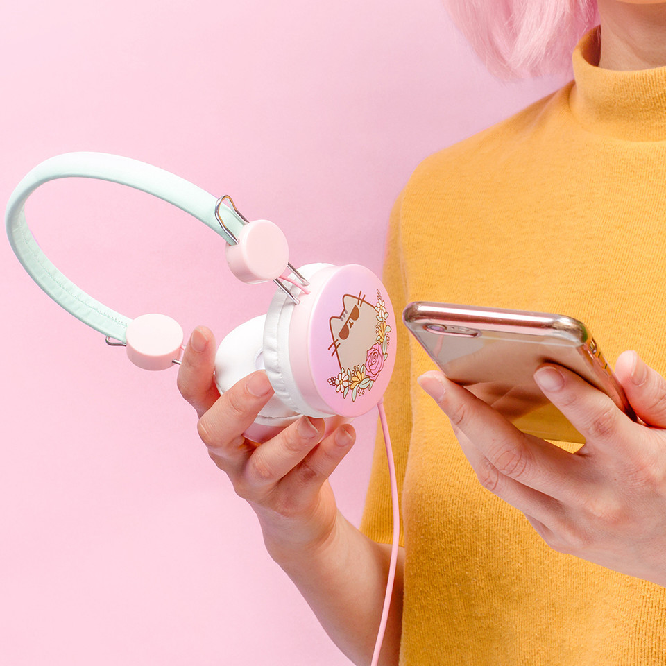 The retro style of these Cool #Pusheen Headphones are perfect for taking all of your favorite music on the go! 🎵 bit.ly/3nO79Ua