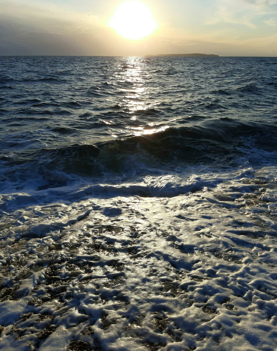 The sea in the play of light. Mali Losinj, Croatia. 14.10.2020. #beautifulsea https://t.co/rtbF3S3Ryj