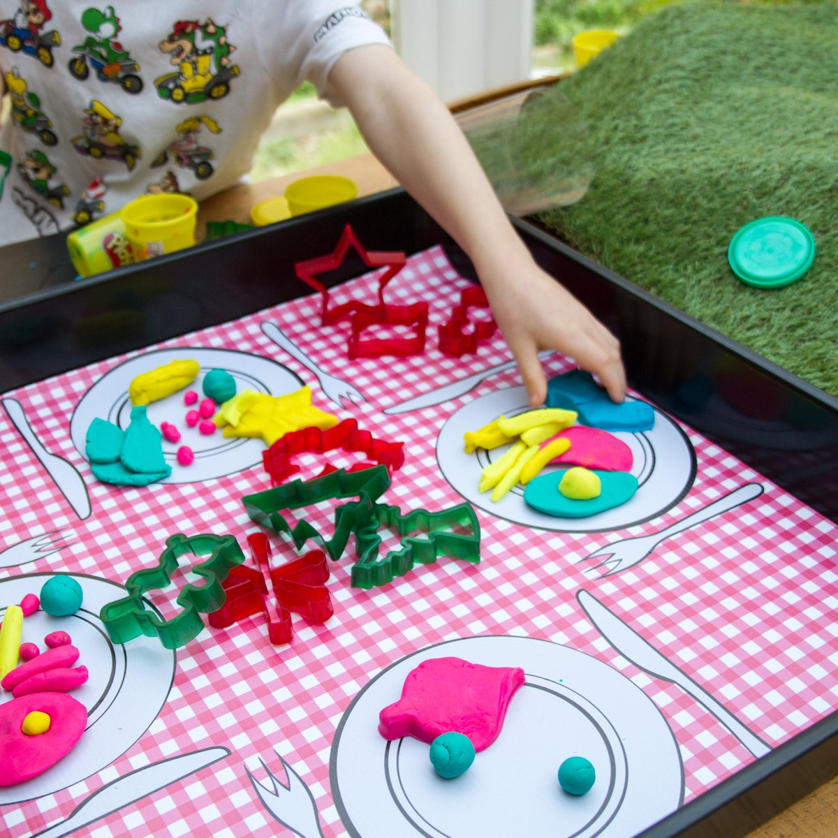 This picnic-style Tiger Play Tray mat was the winning entry in our recent competition. We put it through its paces with play-doh, cookie cutters and Dr Seuss's epic Green Eggs and Ham!  https://t.co/kZKYZch7sq  #drseuss #eyfs #playdoh #tufftray #creativeplay #greeneggsandham https://t.co/OvkwfNSCg4