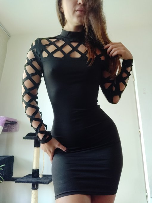 Few days ago, I recieved these beautiful dress from my Amazon wishlist but without any note from whom