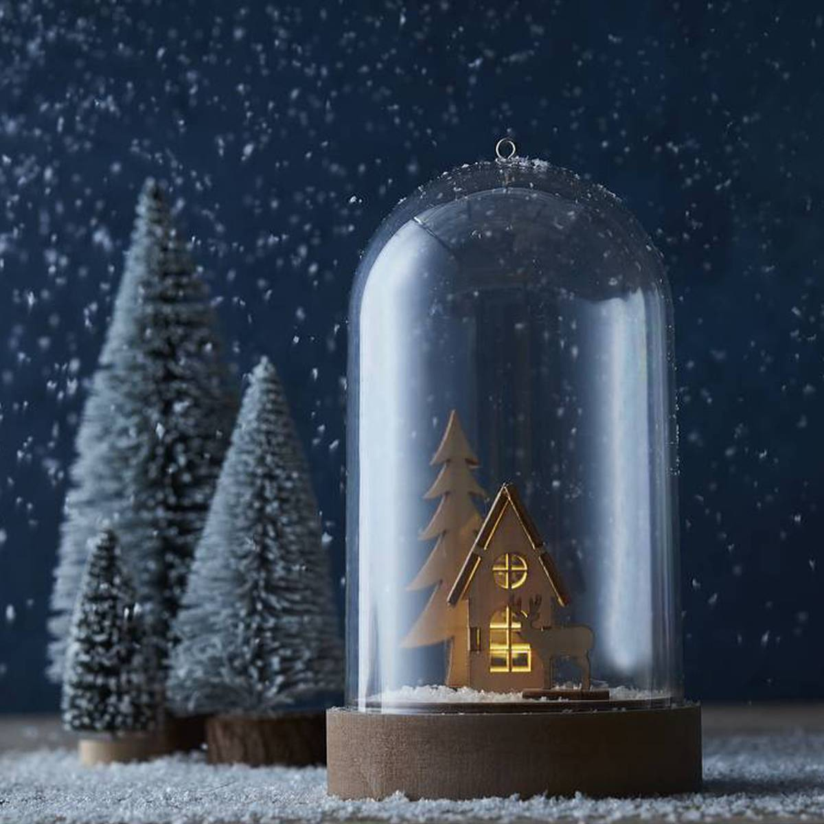 Create stunning centrepieces and festive decor with our LED Domes.  Fill them with a festive winter scene, with mini wooden houses, artificial snow, glitter and more!   Available in-store and online: https://t.co/0gwnbZpTsH  #CraftTogether #Christmas #Hobbycraft https://t.co/dQy0Ry5kfC