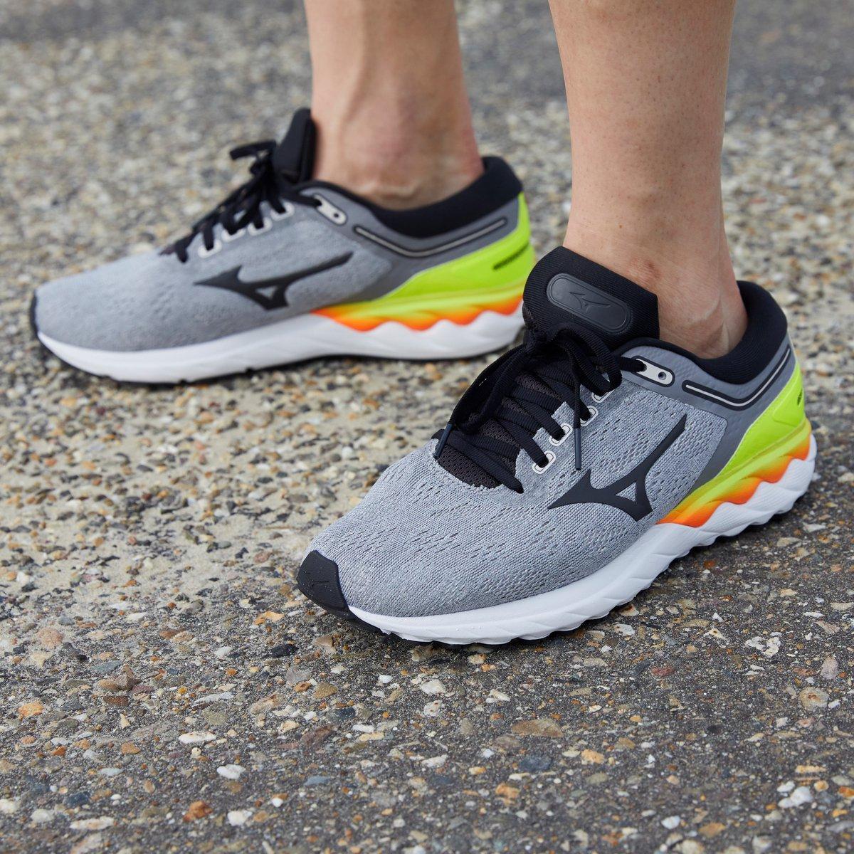 Corre más rápido y durante más tiempo con la nueva Wave Skyrise 🔥 La zapatilla ideal para corredores neutros que buscan máxima comodidad, reactividad y amortiguación incluso en tiradas largas.  #Mizuno #Running #MizunoRunning #WaveSkyrise https://t.co/7pVWnoi70o