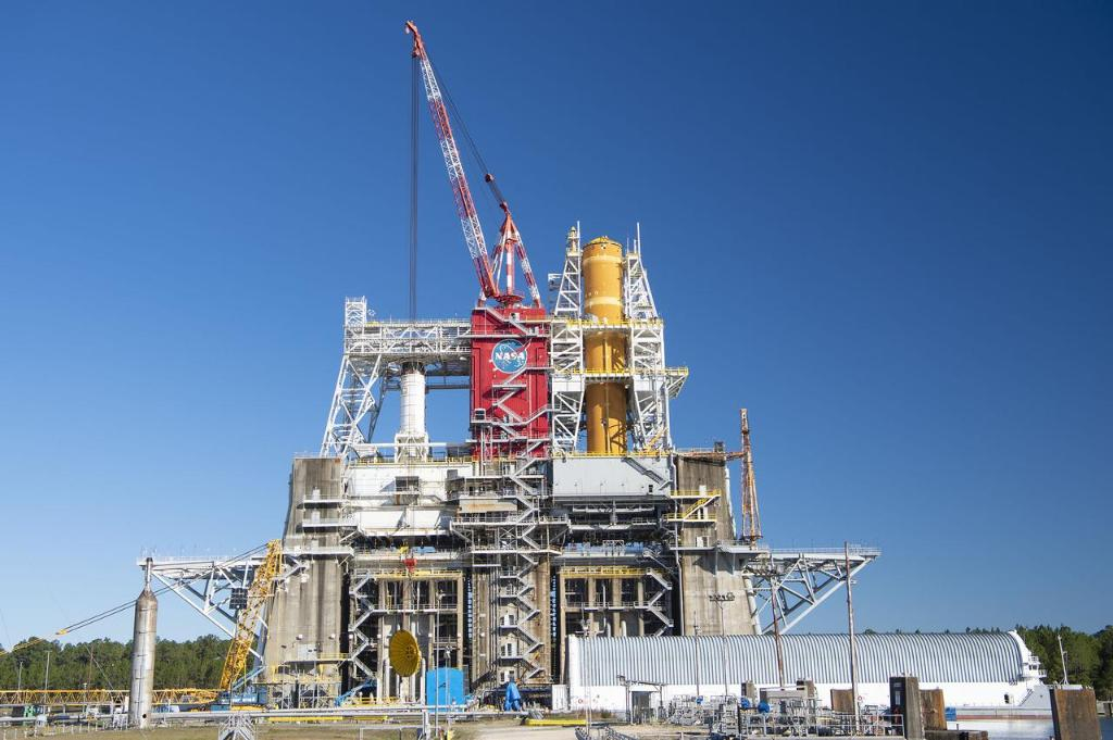 From install to now 🚀 Have you noticed a change in color as the SLS core stage paces through the SLS Green Run test series at @NASAStennis? The SLS thermal protection system naturally tans from yellow to orange over time! The latest on Green Run >> go.nasa.gov/2SWKaYV
