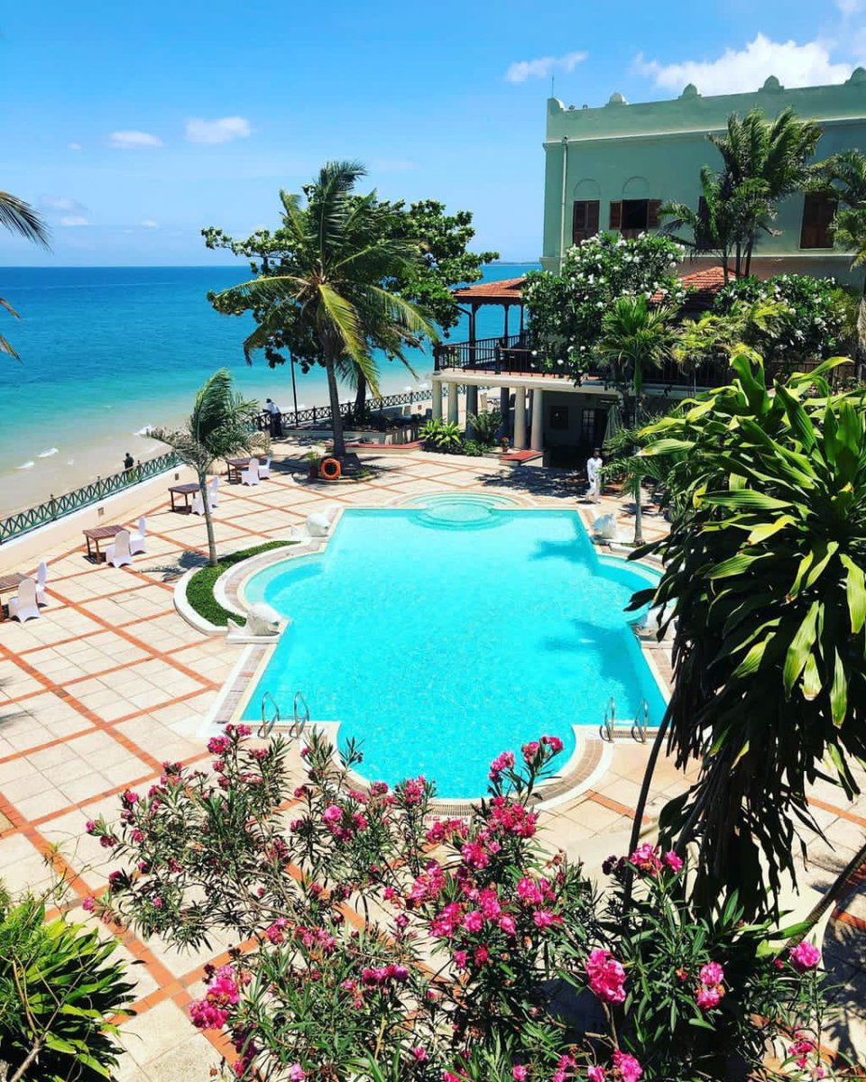 Zanzibar dreaming...clear blue skies and water. Hello Paradise 😎🌴 #Zanzibar https://t.co/6r1BQNhyyg