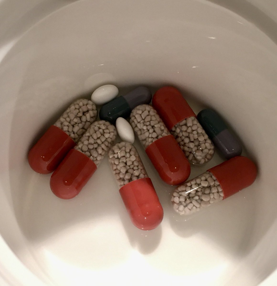 Having a bit of a low day...don't need y'all to comment...just had a moment before supper. This is every meal, everything I eat gets chased with these. 1600 tablets a month. Be sprinkles tomorrow. Be well ❤️ #purplehouse #irishcancersociety #talktosomeone #PositiveVibes https://t.co/gxrqqVp1eL