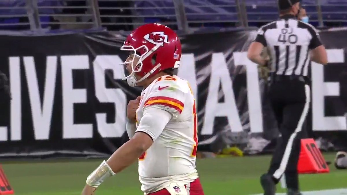 A lot of dimes in one video between @PatrickMahomes & @JoshAllenQB! 🎯 📺: #KCvsBUF -- Monday 5pm ET on NFLN/FOX/PRIME VIDEO 📱: nfl.com/tnf