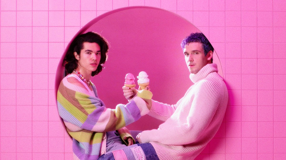 #Fake by @lauvsongs and @conangray is on repeat! Stream their new collab now: apple.co/2Fy4fSn 💙