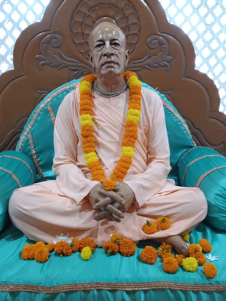 🌸🌹Greetings from #ISKCONHabibpur🌹🌸 Today's Special Darshans of Sri Sri Radha Madhav, Jagannath Baladev Subhadra, Gaura-Nitai and Srila Prabhupada 🙏Hare Krishna🙏                    23/10/2020 #dailydarshan #iskcon #latestnews #radhamadhav #HareKrishna #TrendingNow #Popular https://t.co/rDgMs58vau
