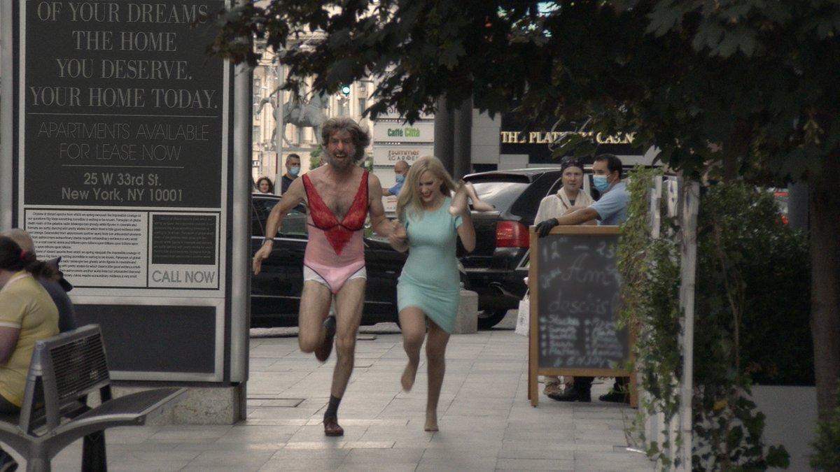 Il y a des séquences ahurissantes dans #Borat2, qui révèle une jeune actrice (Maria Bakalova) tout aussi hilarante que Sacha Baron Cohen. Un film surprenant, très différent du premier, plus consistant du point de vue de la narration, avec aussi une bonne dose de... tendresse ? https://t.co/gqZCsKzrLV