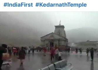हर हर महादेव 🙏🙏 केदारनाथ बाबा के दरबार में इस सीजन की पहली बर्फबारी का लुफ्त लेते लोग  #IndiaFirst🇮🇳  #KedarnathTemple🙏  via MyNt https://t.co/XbCcVHKSAo