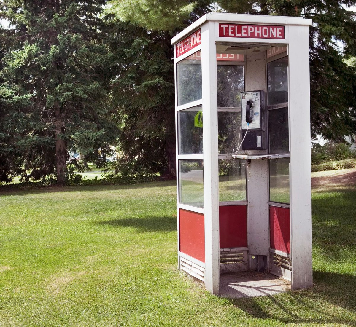 #WantToBuy:  Old 90's style #PhoneBooth. Must be around #Cincinnati area. Telephone chassis inside is a plus, working or not. https://t.co/VioPhIK83B