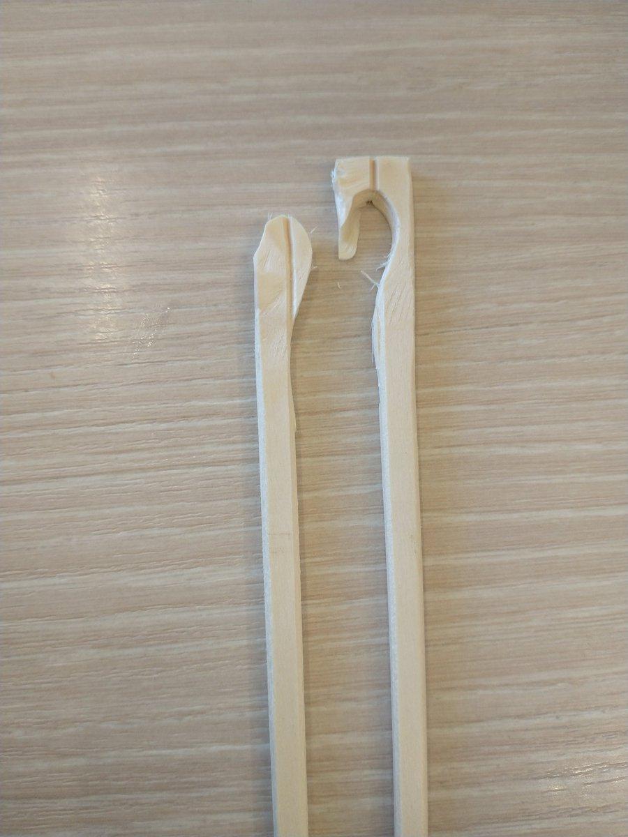こんな割れ方をするなんて・・・!もう二度と見られないような割れ方をした割り箸!