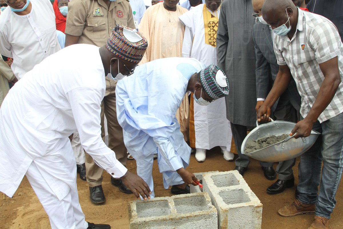 Earlier this week, I performed the groundbreaking ceremony of the 404-unit staff housing estate of the Abuja Metropolitan Management Council (AMMC)'s Cooperative Society at the Wasa District of the FCT. The @OfficialFCTA remains committed to staff cooperative housing schemes.