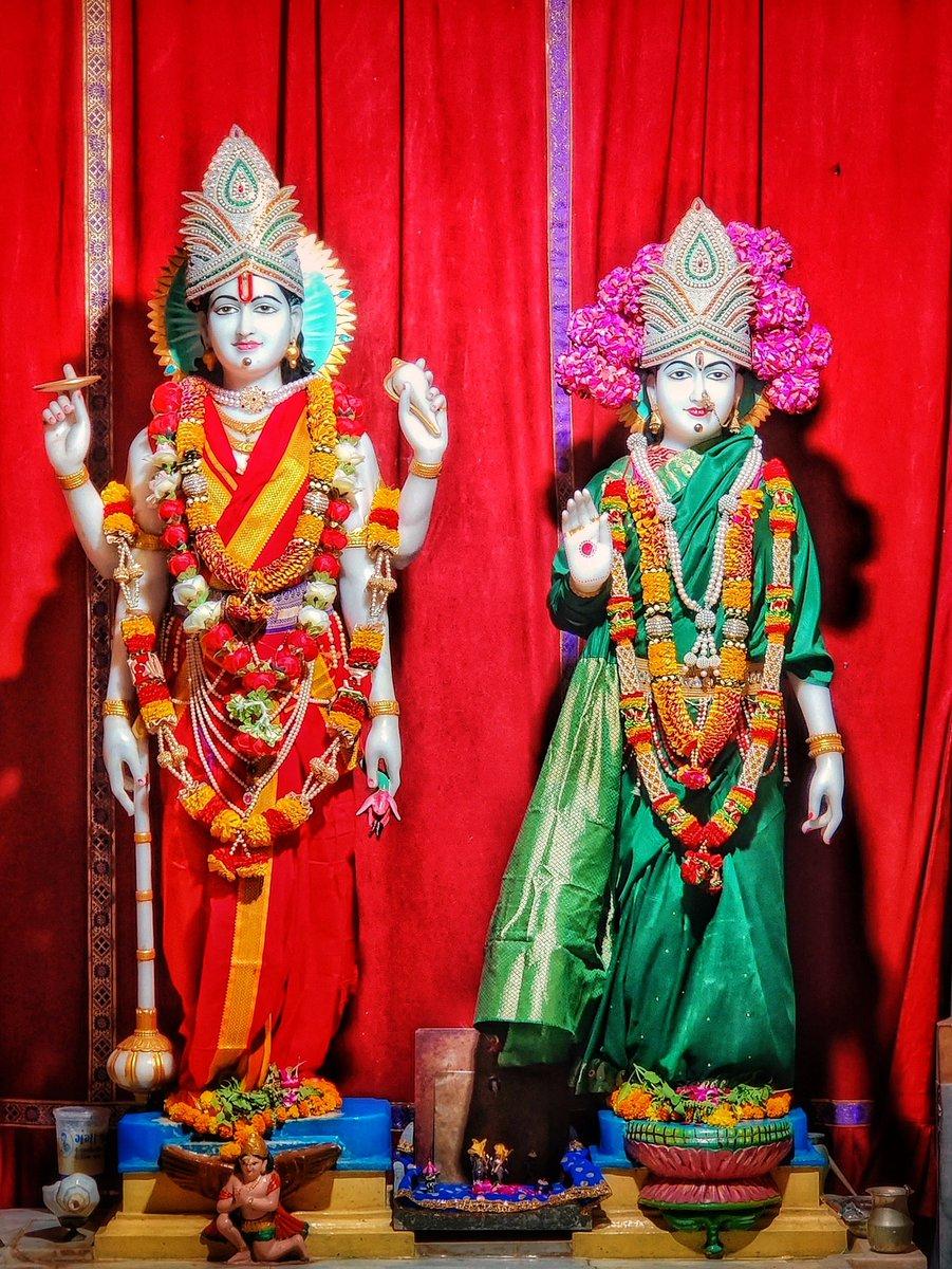 अधिक आश्विन मासकी अमावस्या के पावन अवसर पर श्री गीता मंदिर, श्री लक्ष्मी नारायण मंदिर, श्री दाऊजी, एवं भगवान श्री कृष्ण की चरण पादुका के पावन दर्शन. #Amavsya #Somnath https://t.co/m2qJhgp6T4