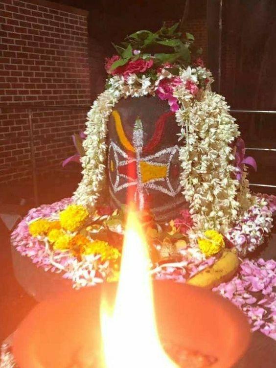 Photo Credit: Pravin D Jadhav from Pinterest ( https://t.co/H2bnrIPnr5 ) May Lord Shiva bless all of us 🤗. #namastegod #shiva #lordshiva #kedarnath #kashi #hindu #haraharamahadev #mahadev_har #jyotirlinga #linga #somanath #somnath #mallikarjuna #mahakaleshwar #omkareshwar https://t.co/GmYsG2jEu9