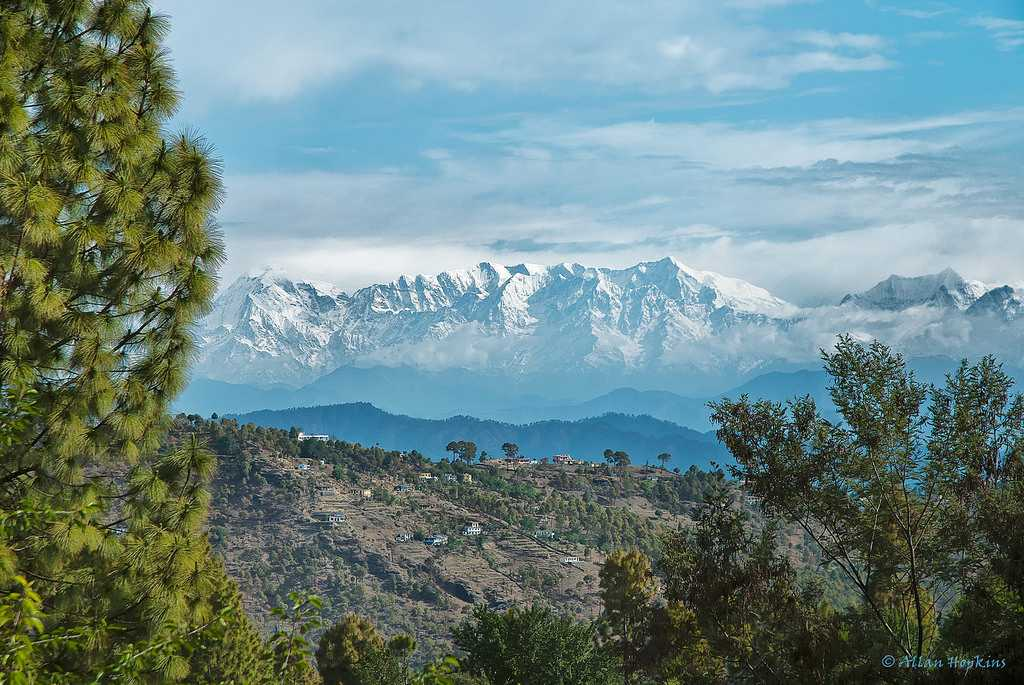 Almora is a municipal board and a cantonment town in the state of Uttarakhand, India. @UTDBofficial   It was the seat of Chand kings that ruled over the Kumaon Kingdom.  #ExploreDomesticBeauty  #DekhoApnaDesh | @incredibleindia https://t.co/1AoL5SHb5f