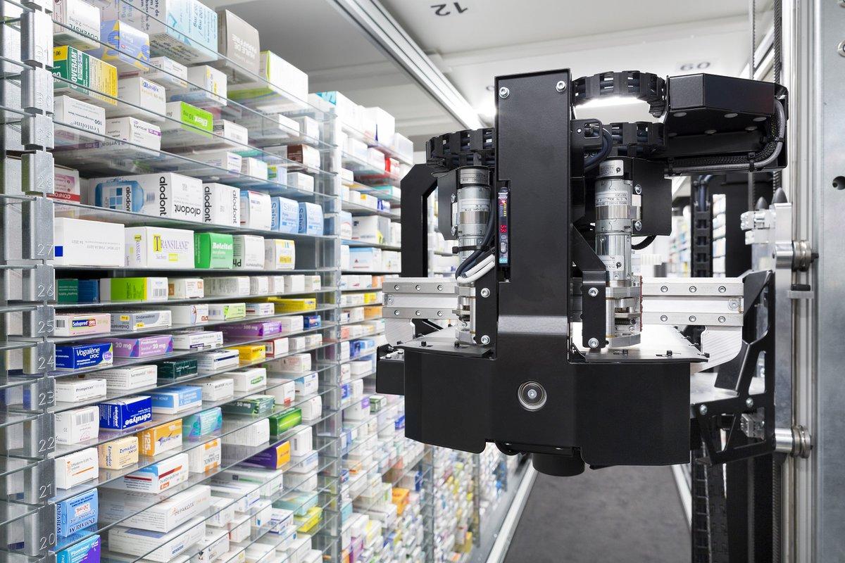 Aujourd'hui l'optimisation des processus ne suffit pas en #pharmacie. Les attentes des patients ont évolué. Nos robots l'ont donc fait également. On accompagne les pharmaciens au quotidien avec les dernières innovations technologiques. https://t.co/2PF9UW4oYA https://t.co/d9nKM0xJAL