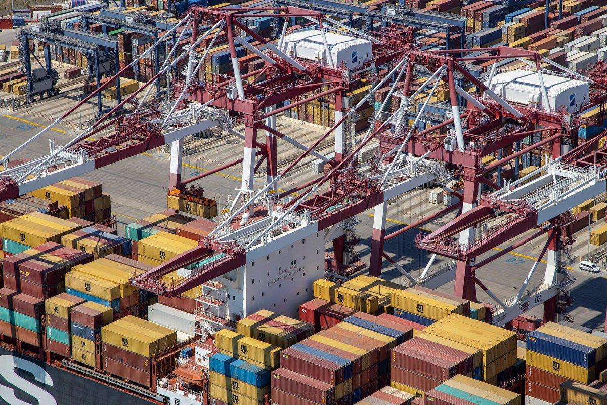▶️Los tráficos del #PortdeBarcelona mantienen la recuperación iniciada en julio.  📤 Las exportaciones lideran la recuperación superando las cifras precrisis de septiembre de 2019, reflejando el esfuerzo de las industrias del hinterland.  + info👉https://t.co/q9k5BxC5Rf https://t.co/gv4JgFytVp