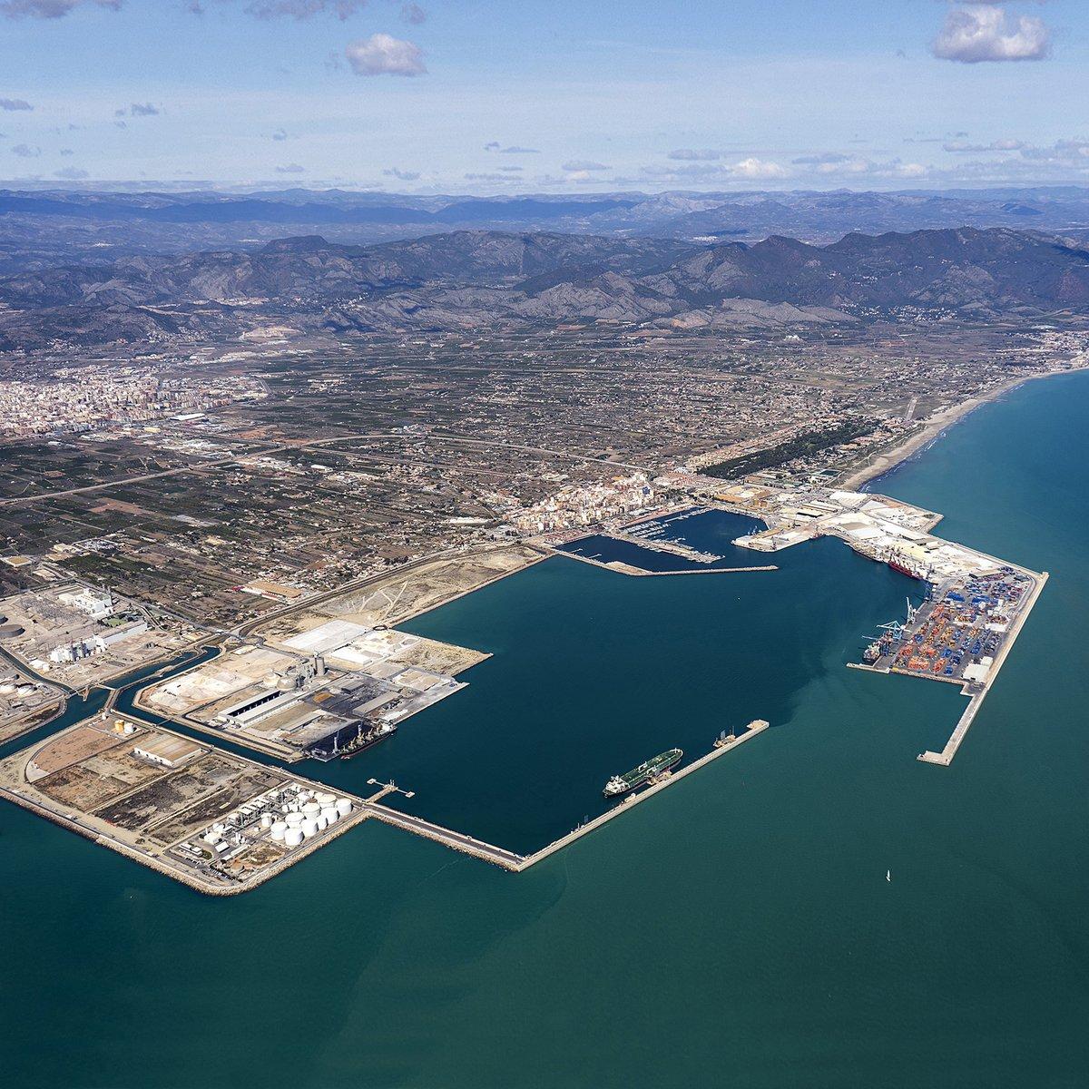 @PuertosEstado y @portcastello consensúan el Plan de Empresa 2020-2024, que contempla una inversión de 93,2 M€. https://t.co/KTIQWNygAE https://t.co/AggQ6kJO40
